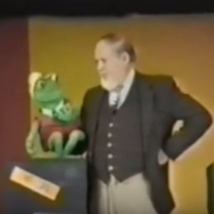 Watch master ventriloquist Bill Demar use nothing but manipulation with this puppet - he uses no ventriloquism and no voice.